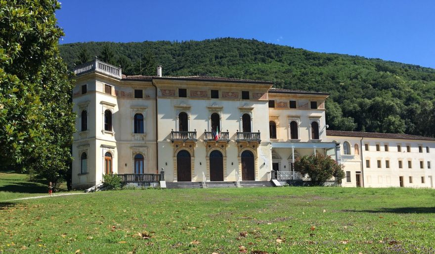 "Villa cedri, ""liberty"" among the vineyards of valdobbiadene"